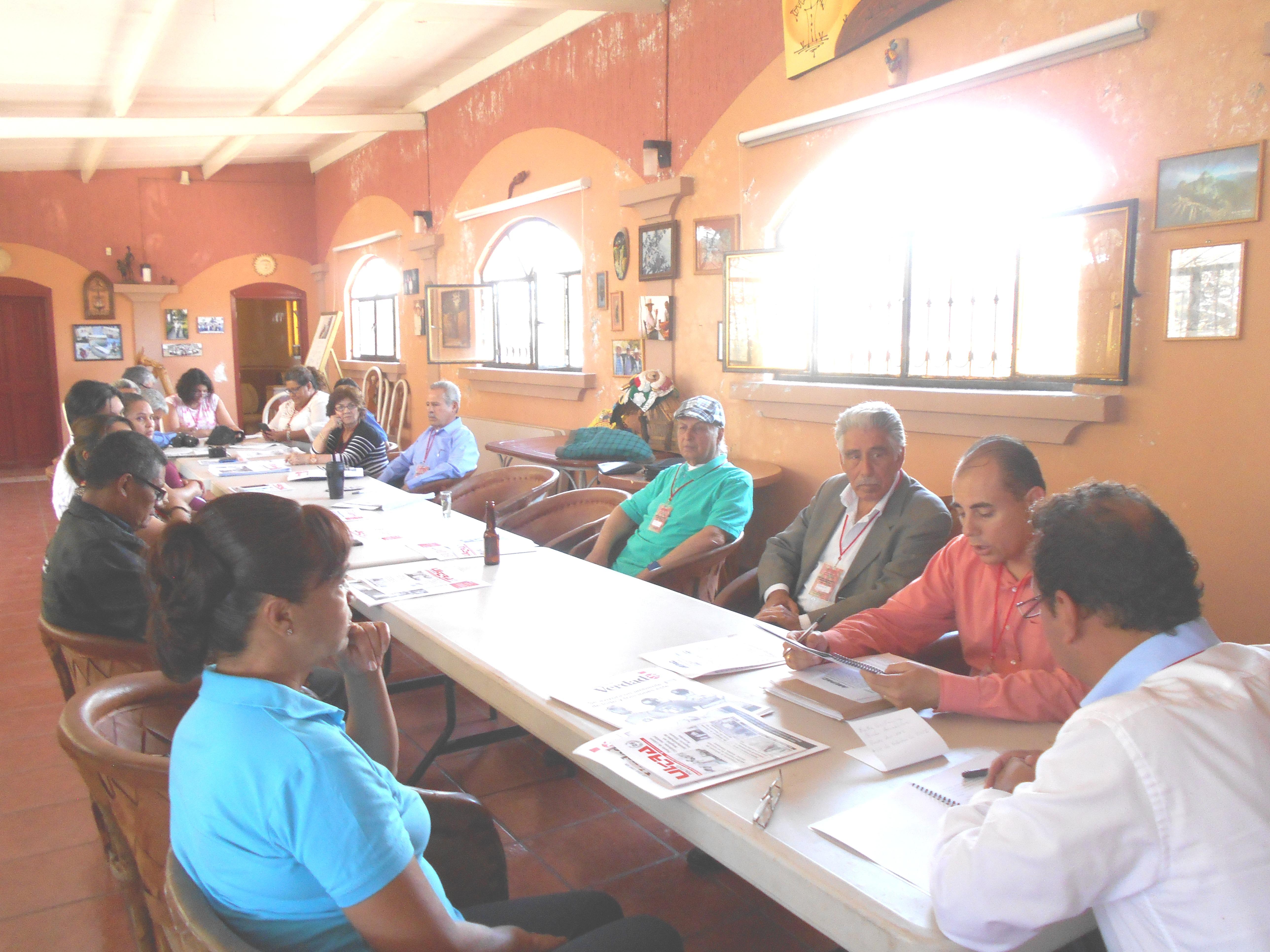 Lectura de Acta anterior en Asamblea AMIPAC-APREFOJAC. Junio 4 de 2016. Eduardo Garibay Mares