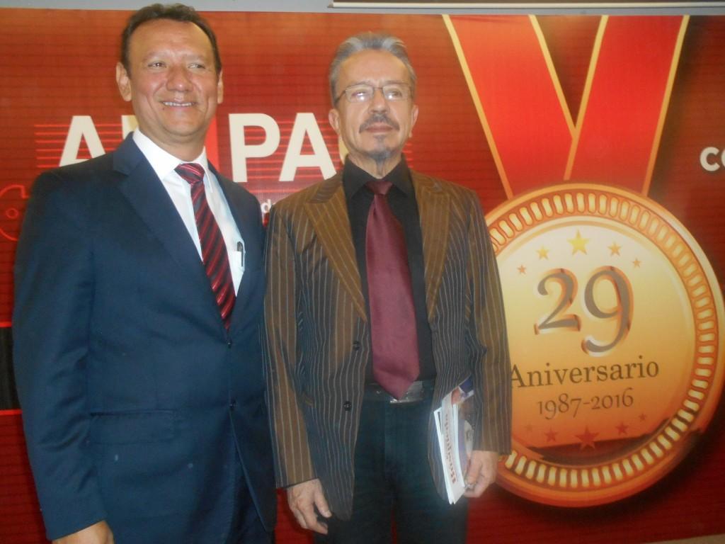 Carlos Hurtado Cabrera Presidente de AMIPAC 2015-2017 y Eduardo Garibay Mares Presidente de AMIPAC 2005-2007. FOTO-Isaac Olivares Gallaga